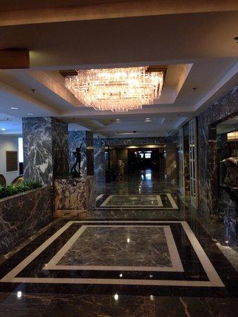 Hilton Chicago: Lobby