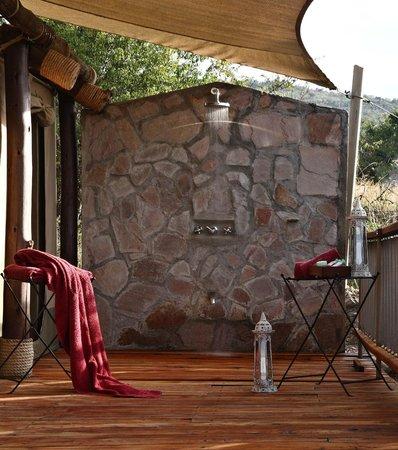 Mara Bushtops: outside fresh spring shower