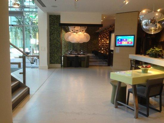 Novotel London Brentford: Lobby