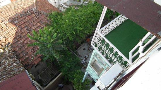Historia Hotel : Une chambre+balcon, terrasse petit déjeuner
