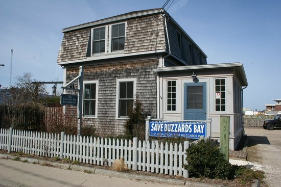 Woods Hole, MA: Discovery Center Building