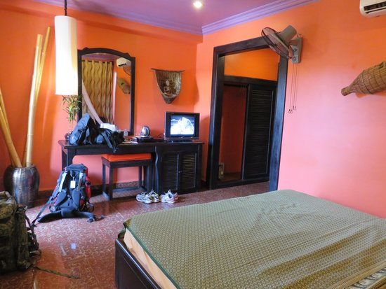 Golden Butterfly Villa: room with balcony