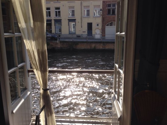 Canalview Hotel Ter Reien: View from honeymoon suite