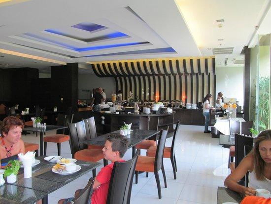Nouvo City Hotel: Ресторан отеля.