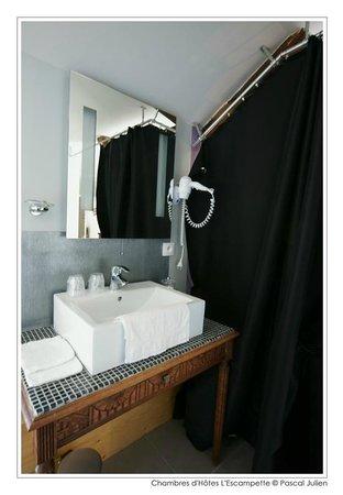 L'Escampette : Salle d'eau de la chambre gueugnonnaise
