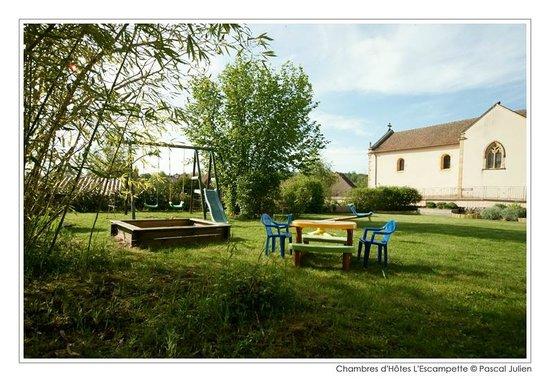 Saint-Aubin-en-Charollais, France : jardin avec jeux pour enfants