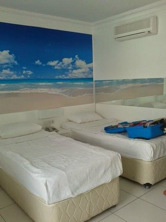 Bendis Beach Hotel: the room itself...