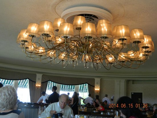 Dolce Stockton Seaview Hotel & Golf Club: lights in Dining room