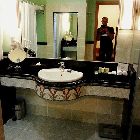Oryx Hotel: Bathroom