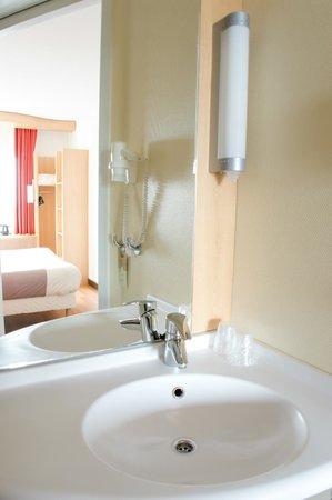 Ibis Leiden Centre: Bathroom