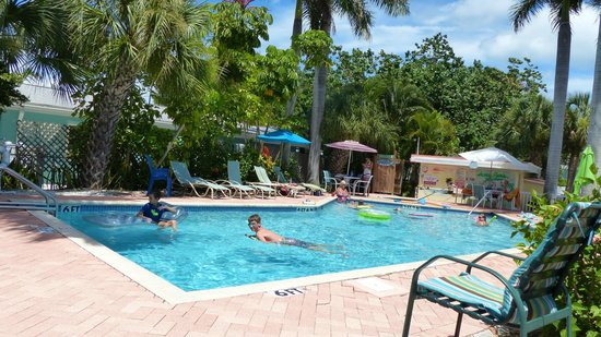 Anna Maria Motel & Resort Apartments: Loved the pool!