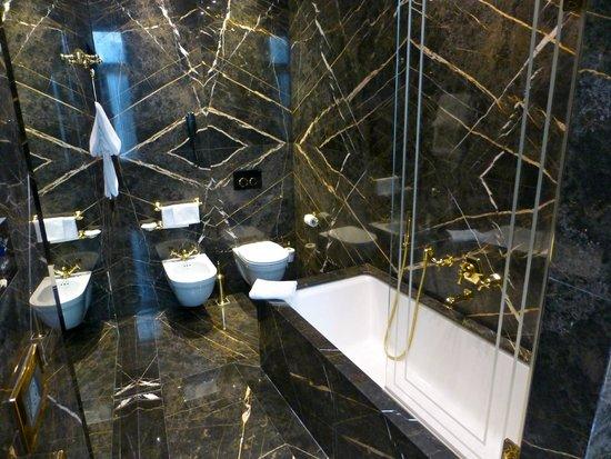 Hotel Ai Reali di Venezia: A bit black