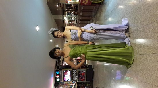 Asia Hotel Bangkok: Cabaret Show Girls