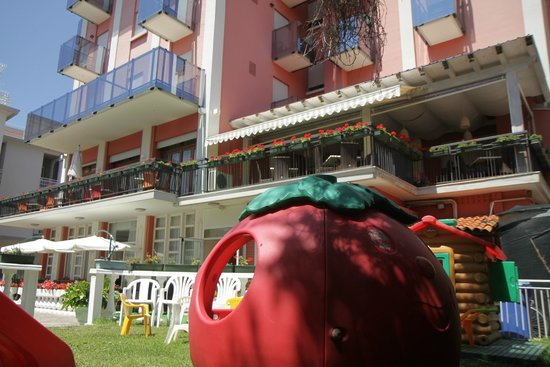 Hotel Smeraldo: Jardin d'enfant