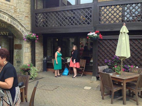 Bell Inn Stilton: Courtyard