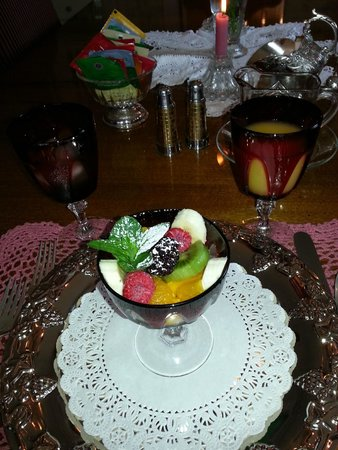 Five SeaSuns Bed and Breakfast: Fruit Compote