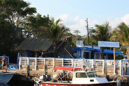 Shipwreck's Bar and Grill: Shipwreck's from the water side