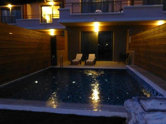La Marquise Luxury Resort Complex : Notre bungalow la nuit
