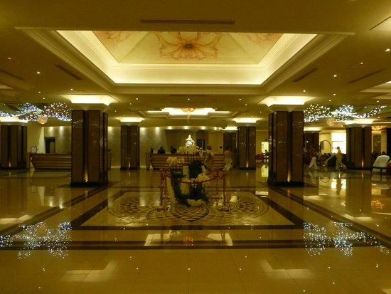 La Marquise Luxury Resort Complex: La réception vue de nuit