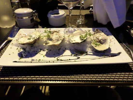 Les remparts : tartare d'huître et viande (je ne sais plus laquelle)