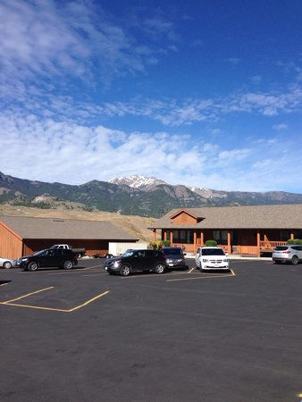 Yellowstone Village Inn: Another parking lot view