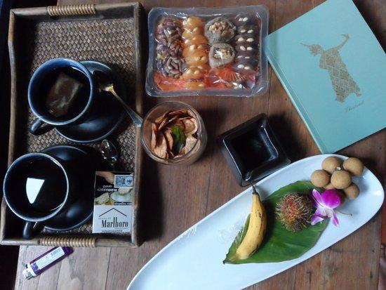 Buri Rasa Village Samui: Coffee break on the balcony..nice table