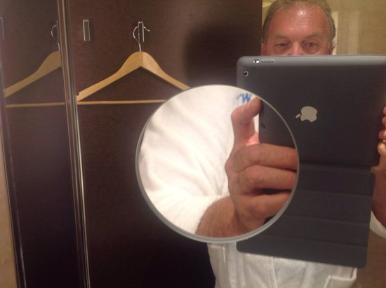 Wyndham Grand Istanbul Europe: Heated Magnified Mirror