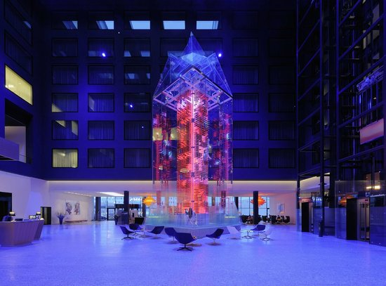 Radisson Blu Hotel, Zurich Airport: Angels Wine Tower