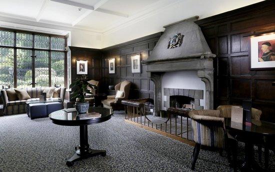 Macdonald Alveston Manor Hotel: Hotel Lounge