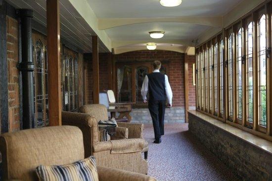Macdonald Alveston Manor Hotel: Restaurant entrance