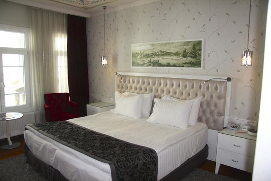 Hotel Amira Istanbul: King bed in standard room