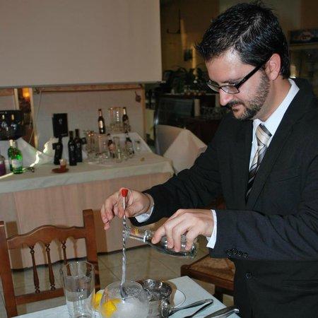 Bailen, Испания: Nuestro Bartender...