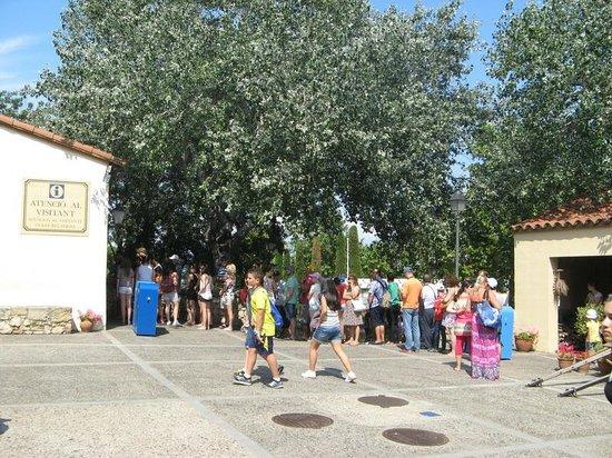 PortAventura Park: Bought tickets already? Queue here for 30 min.