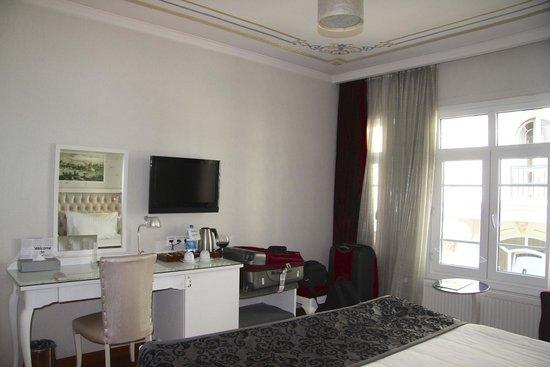 Hotel Amira Istanbul: Standard room work area