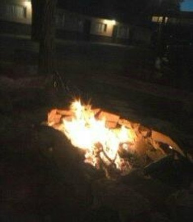 Sleeping Ute Mountain Motel: first fire n the new fire pit (woohoo)