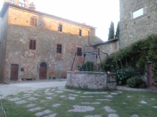 """Il Castello di Gargonza: """"piazza"""" centrale"""