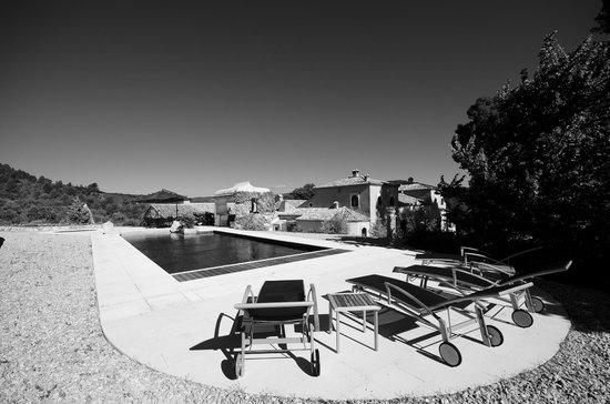 Hotel Rural Masia La Mota: Piscina con hermosas vistas