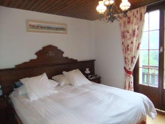 Hotel de Gruyeres Wellness & Seminaires: Room