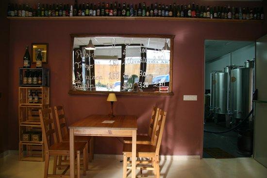 Cervezas Badúm: Cervecería confortable