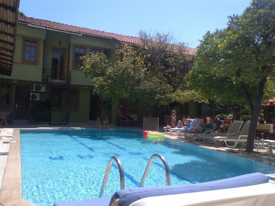 Oscar Boutique Hotel: pool and rooms