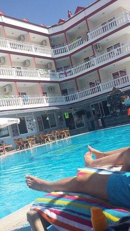 Musti's Royal Plaza: pool area