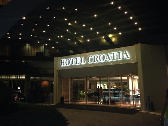 Hotel Croatia Cavtat : front of hotel