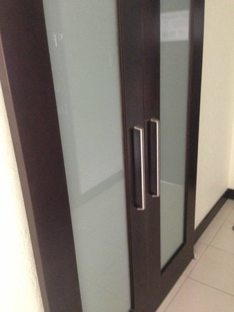 The Condado Plaza Hilton: Bathroom doors