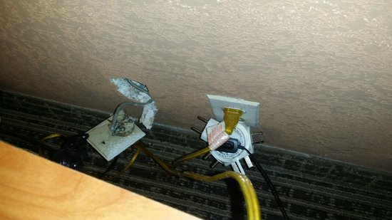 Motel 6 Elizabeth - Newark Liberty Intl Airport: Bad electricity