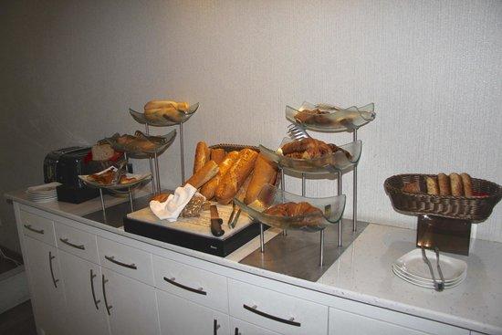 Hotel Amira Istanbul: Breads for breakfast