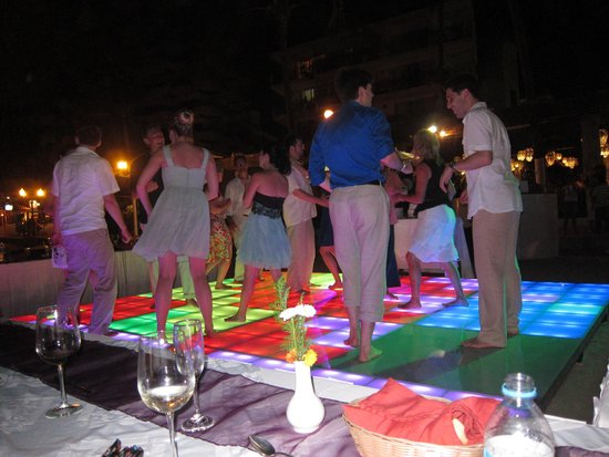 Playa Los Arcos Hotel Beach Resort & Spa: dance floor on the beach