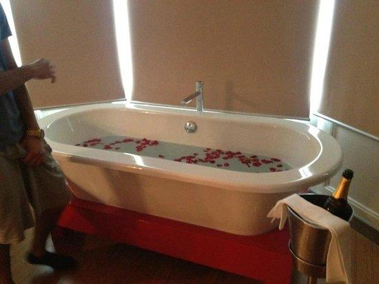 Drakes Hotel Brighton : Freestanding Bath