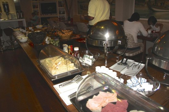 Hotel Amira Istanbul: Breakfast - cold cuts, cheeses, hot food (meat and potatoes)on the right