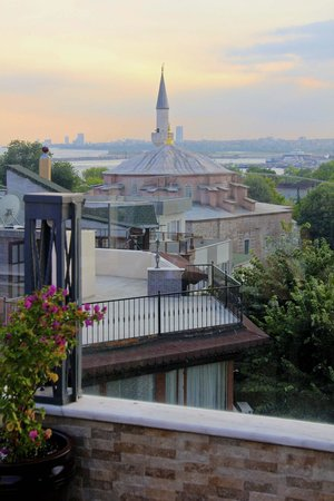 Hotel Amira Istanbul: The lovely Little Aya Sofya from the terrace
