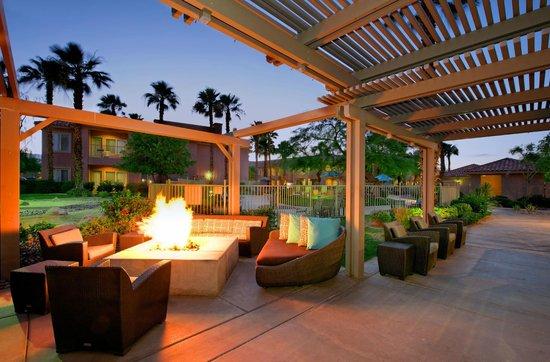 Residence Inn Palm Desert : Outdoor Fire Pit